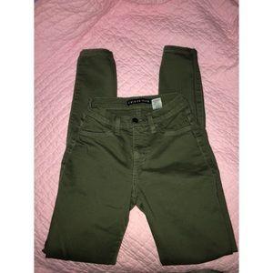 Olive green fashion nova jeans 💚